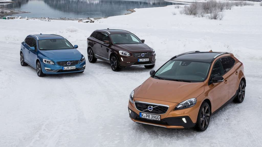 Volvo V40 Cross Country vor Volvo V60 (links) und Volvo XC6.