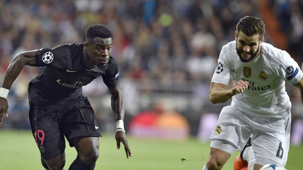 Paris Saint-Germain&#39s Ivorian defender Serge Aurier (L) vies with Real Madrid&#39s defender Nacho Fernandez during the UEFA Champions League group stage football match Real Madrid CF vs Paris Saint-Germain (PSG) at the Santiago Bernabeu stadium in Madrid on November 3, 2015. AFP PHOTO / GERARD JULIEN