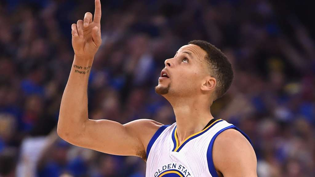 OAKLAND, CA - APRIL 13: Stephen Curry #30 of the Golden State Warriors gestures in the first half against the Memphis Grizzlies during the game at ORACLE Arena on April 13, 2016 in Oakland, California. Thearon W. Henderson/Getty Images/AFP== FOR NEWSPAPERS, INTERNET, TELCOS & TELEVISION USE ONLY ==