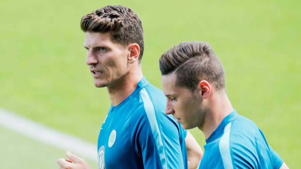 Mario Gomez und Julian Draxler (re.).