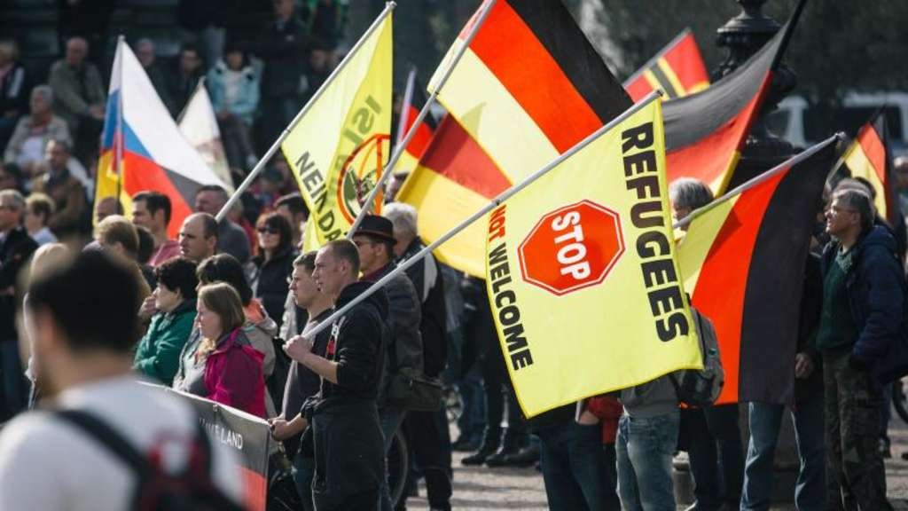 Pegida-Anhänger demonstrieren in Dresden. Foto: Oliver Killig