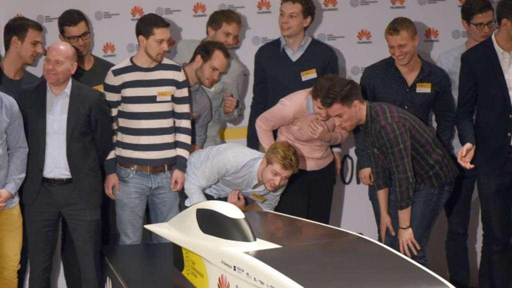 Wissenschaft | Sparsam und windschnittig: Studenten bauen Solar-Rennwagen