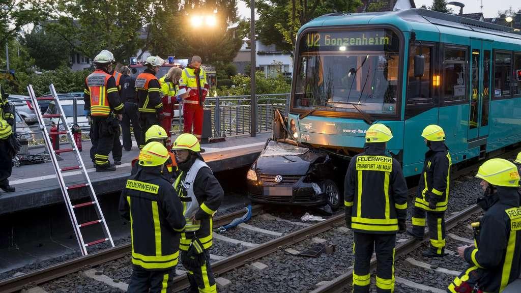 Autofahrerin stirbt bei U-Bahn-Unfall in Bad Homburg