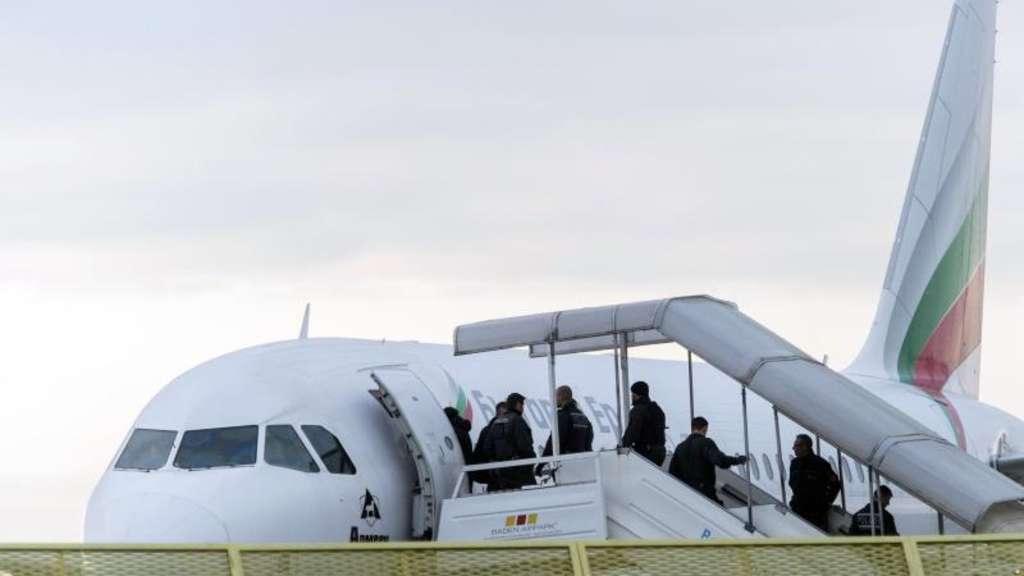 Abgelehnte Asylbewerber müssen in Deutschland bleiben, weil Papiere fehlen