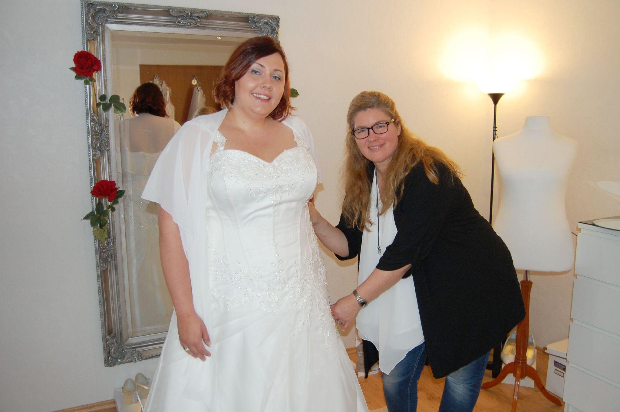 Brautmode In Ubergrosse Und Brautkleider In Xxl Laden Von Cornelia
