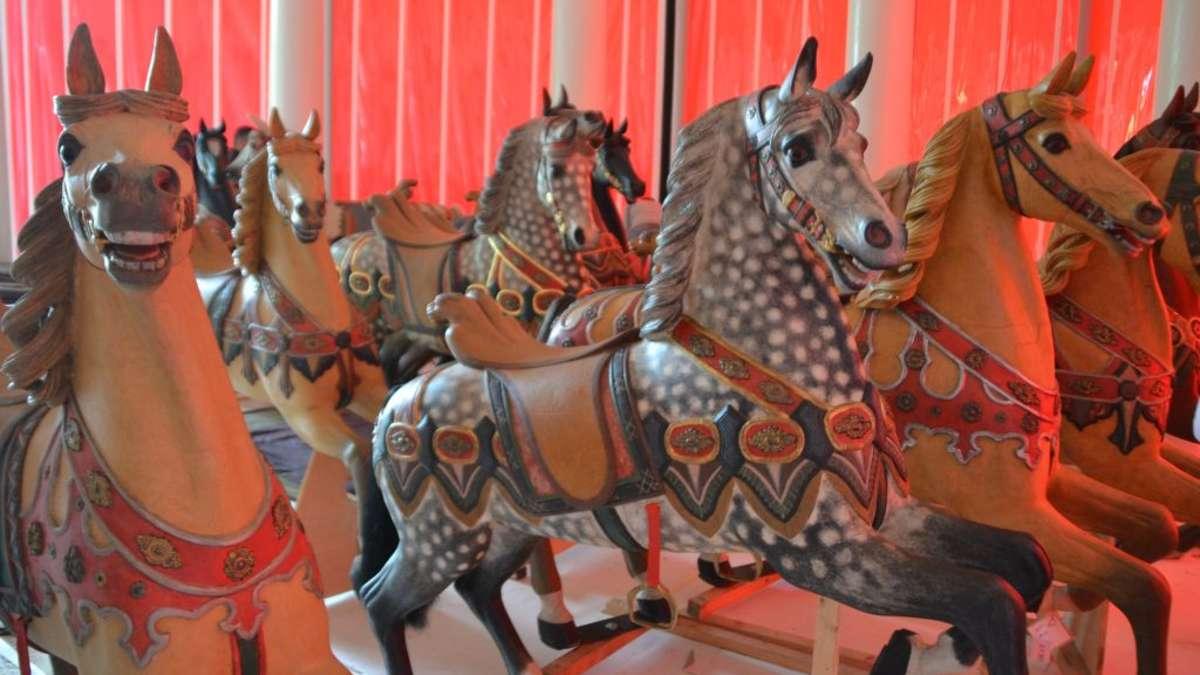 ltestes karussell der welt restauriert pferde und kutschen zur ck im kurpark hanau hessen. Black Bedroom Furniture Sets. Home Design Ideas