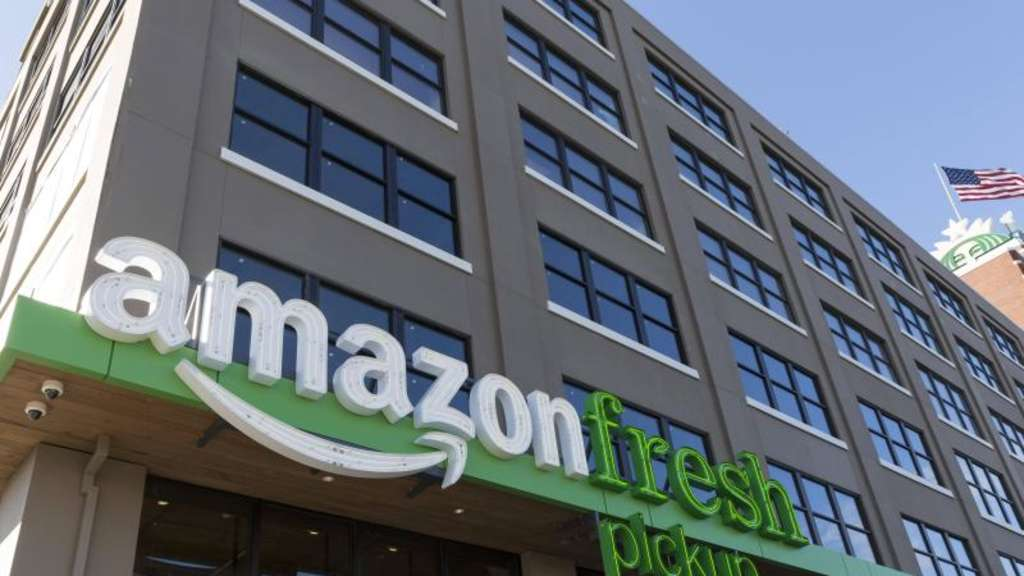 Das Logo eines Amazon Fresh Pickup-Filiale in Seattle. Foto: Paul Gordon/ZUMA Wire/dpa