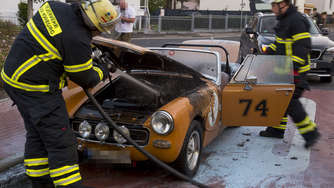 Fotos: Oldtimer fängt in Bad Homburg Feuer
