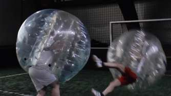 Video: Der EXTRA TIPP spielt Bubble-Football