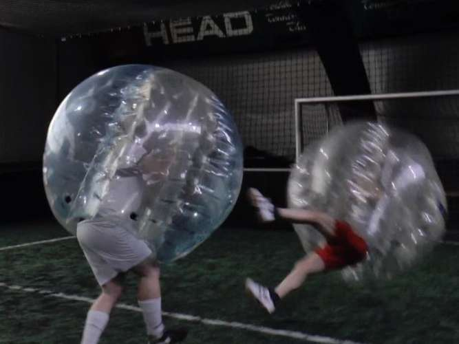 Riesen-Spaß: Bubble-Football in Heusenstamm