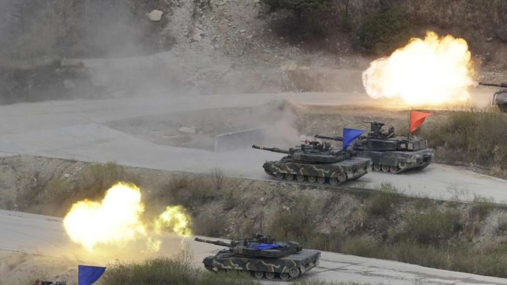 Südkoreanische und US-amerikanische Panzer bei einem Manöver auf dem Seungjin Fire Training Field in Pocheon nahe der nordkoreanischen Grenze. Foto: Ahn Young-Joon/AP/Archiv