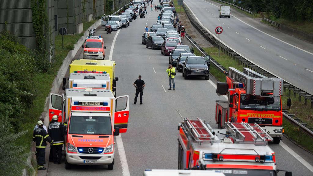 Lkw Kracht Auf A3 In Baustelle Chaos Im Berufsverkehr Hessen