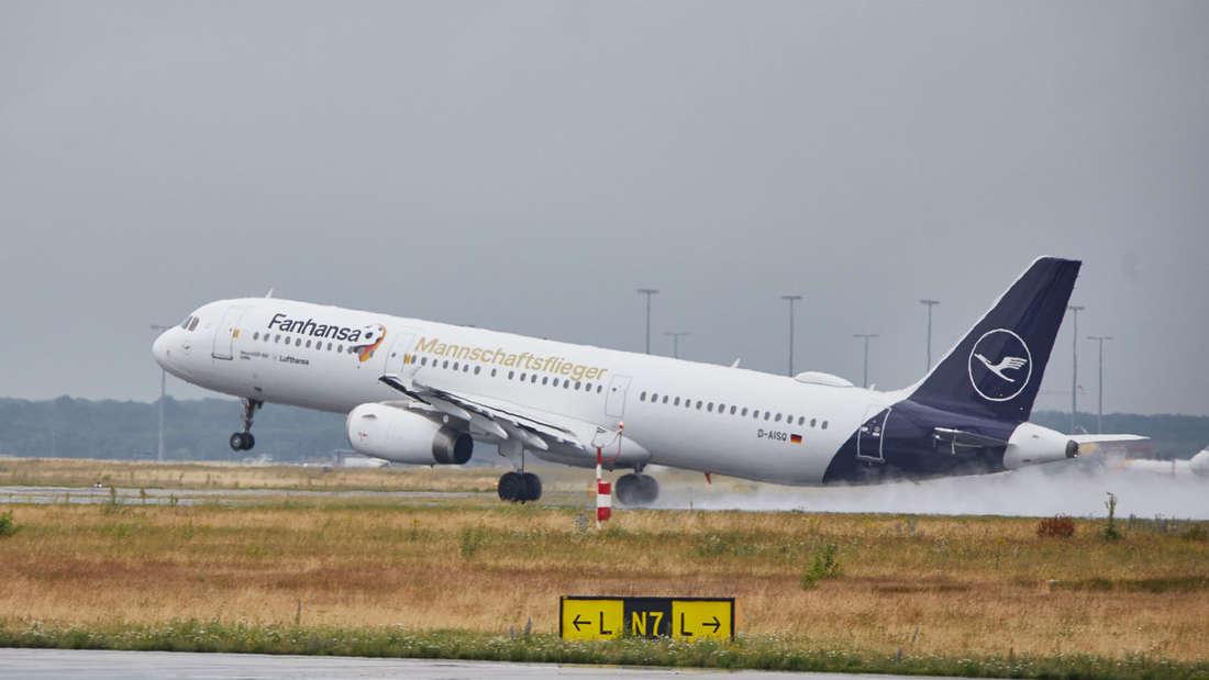 Abflug der deutschen Mannschaft nach Russland.