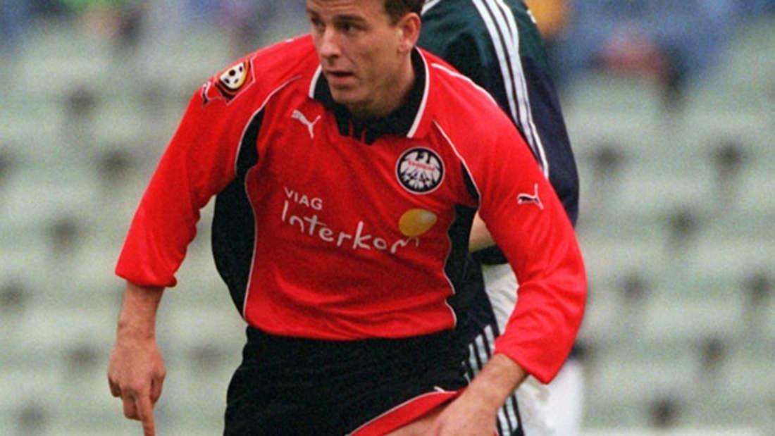 Bei Eintracht-Fans bis heute beliebt: Bernd Schneider, hier im Zweikampf mit seinem späteren Nationalmannschaft-Kollegen Carsten Ramelow.