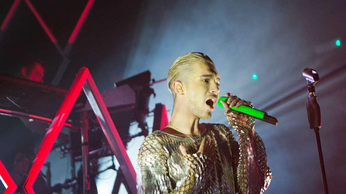 Tom Kaulitz' Bruder Bill auf der Bühne: Die gemeinsame Band Tokio Hotel spielt Ende Mai ihr Summercamp.