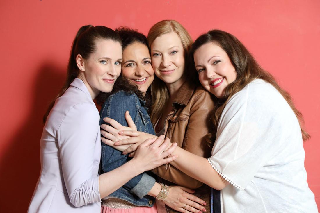 Das sind die vier FreundinnenNadine (Sarah Victoria Schalow), Kaya (Shirin Soraya), Tina (Franziska Arndt) und Heike (Katrin Höft).