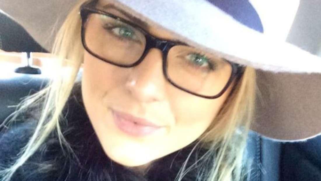 Blone Haare, blaue Augen und volle Lippen: Die neue Freundin von Til Schweiger ist bildhübsch.