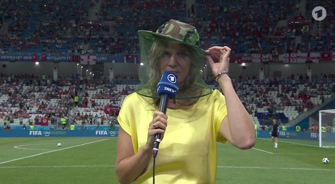 Moderatorin Julia Scharf hatte bei der Fußball-WM in Russland mit Moskitos zu kämpfen.
