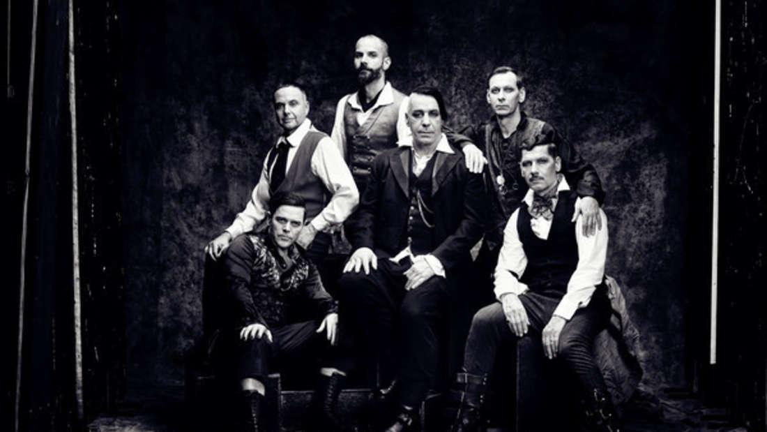 """Die Band Rammstein mit Sänger Till Lindemann (M). Mit einem Video zu ihrer neuen Single """"Deutschland"""" sorgt die Band für Kritik."""
