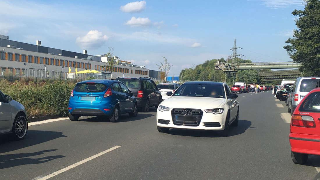 Dieser Audi-Fahrer wendete in der Rettungsgasse nach einem Unfall in Dortmund.