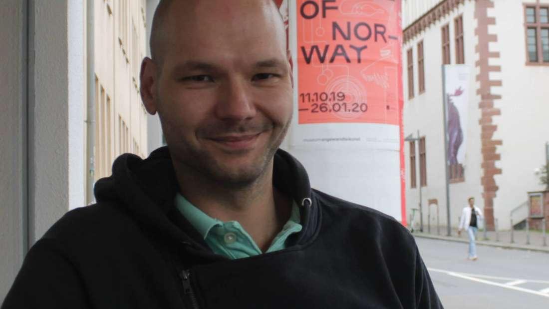 Gastronom Lajos Horvath profitiert mit seinem Café von der neuen Fußgängerzone.