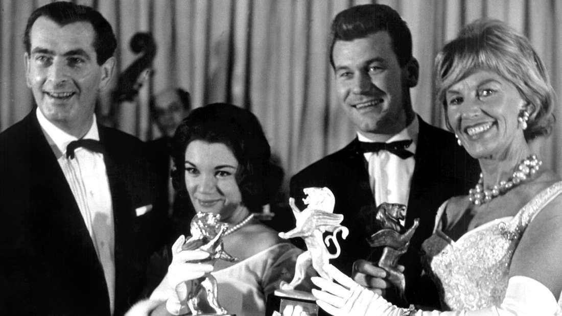 Schlagerlegende Connie Francis, hier bei einer Preisverleihung im Jahr 1961. Sie ist die Zweite von links.