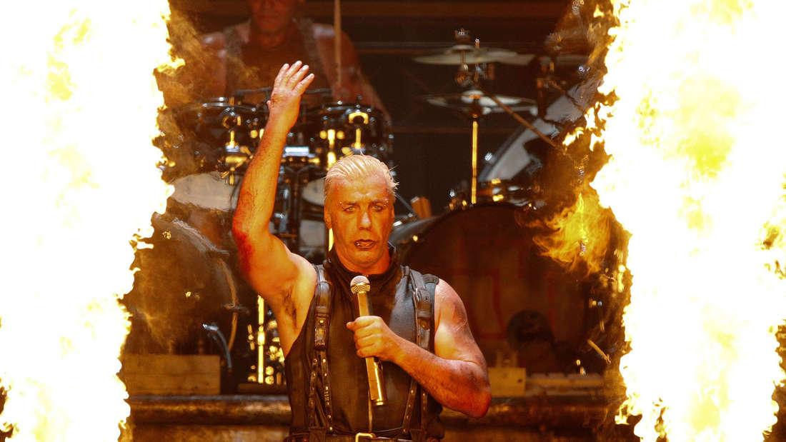 Ordentlich Zunder auf der Bühne bei Rammstein.