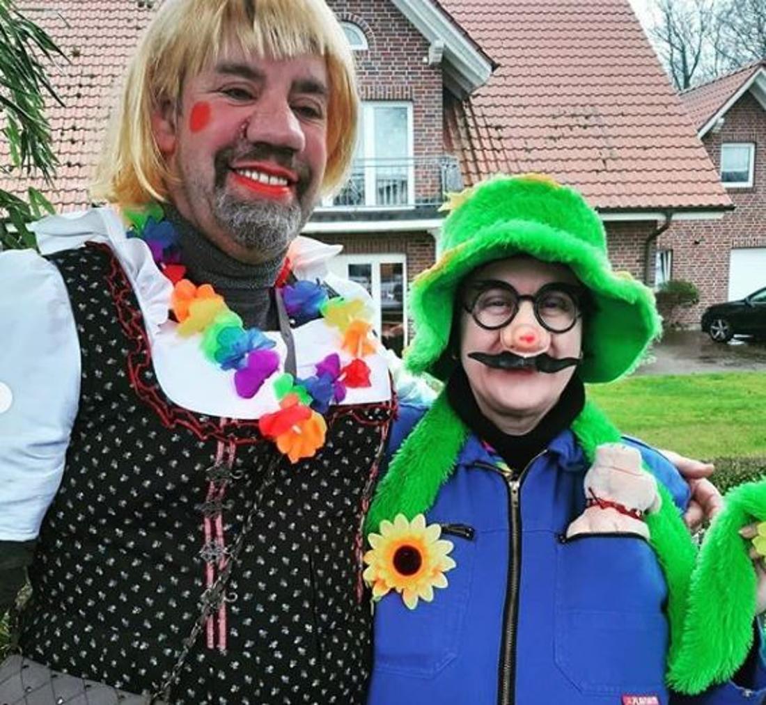 Iris Abel und Uwe auf dem Karnevalsumzug in Bühren.
