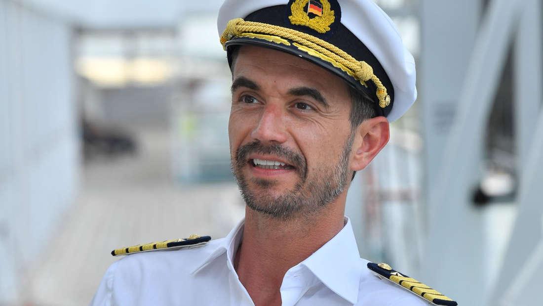 """Florian Silbereisen als""""Traumschiff""""-Kapitän Max Parger."""