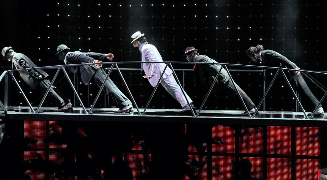 Der Anti-gravity Lean gehört zu den bekanntesten Moves von Michael Jackson.