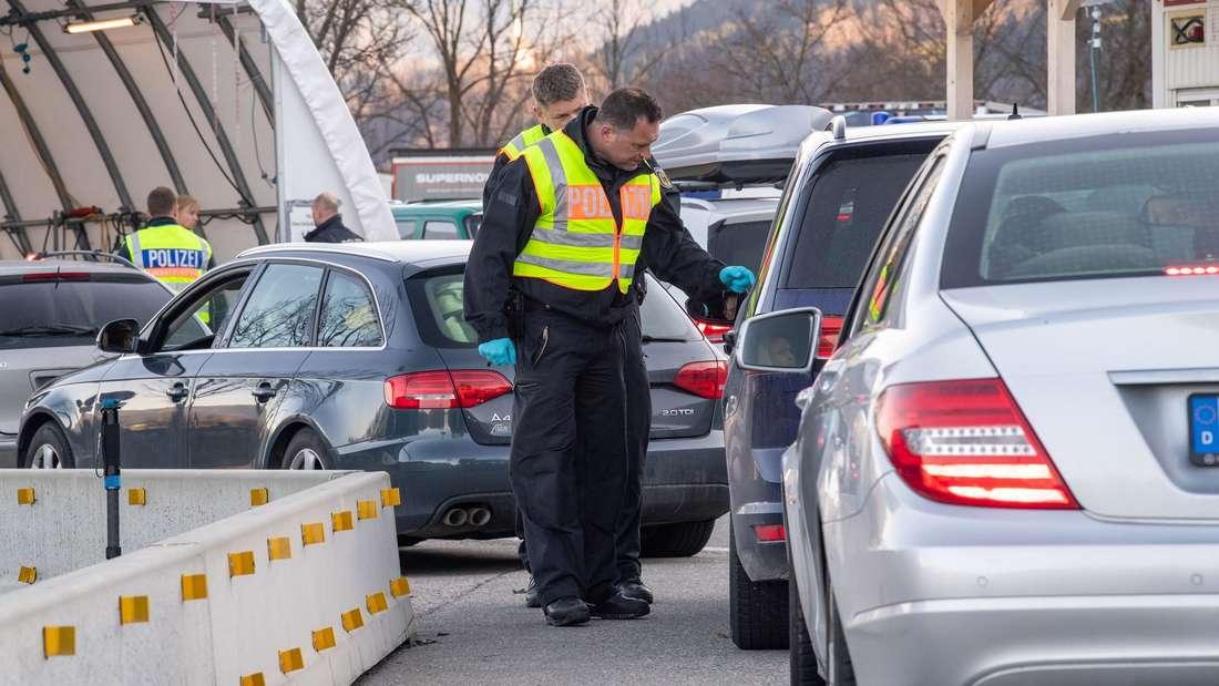 Coronavirus - Kontrollen am Grenzübergang zu Bayern.