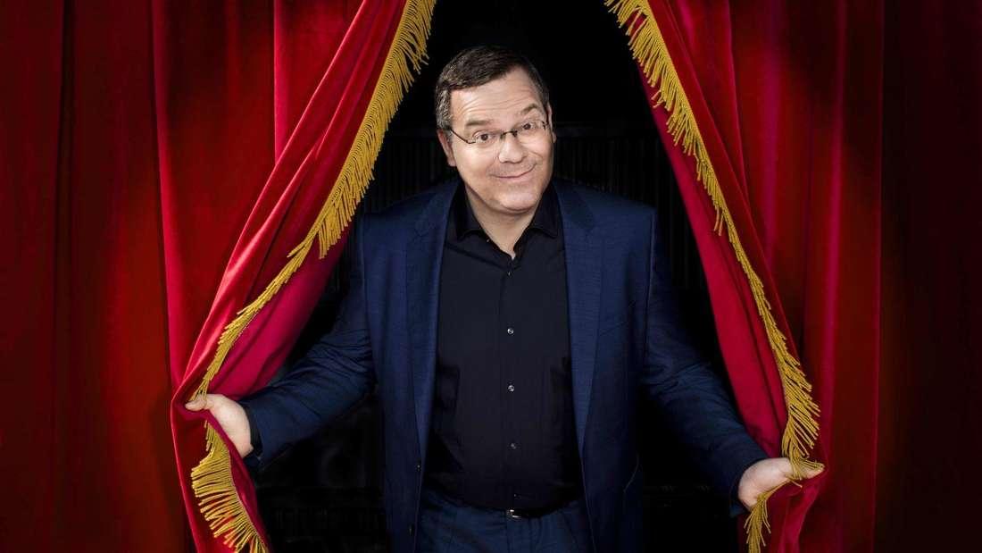 """Der Moderator von """"Schlag den Star"""": Elton"""