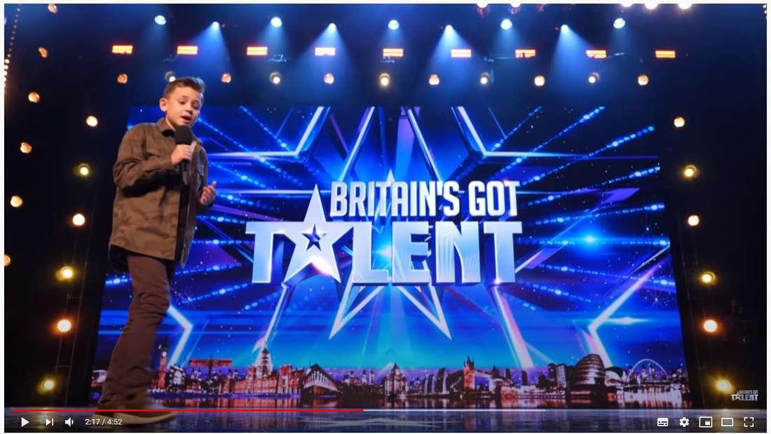 Der 10-jährige AutistCalum Courtney betritt die Bühne beim Supertalent.