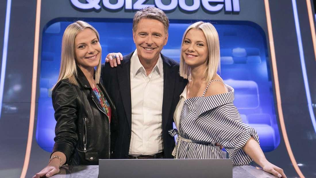 """Klug und schön: Valentina (links) und Zwillingsschwester Cheyenne Pahde beim """"Quizduell""""."""