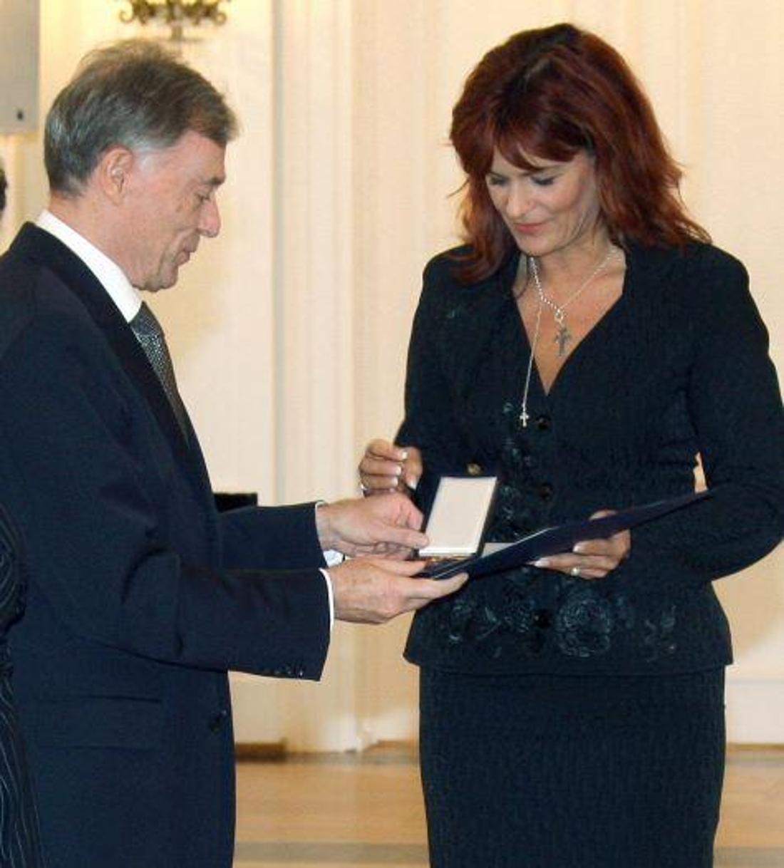 Schlagerrsängerin Andrea Berg bei der Verleihung des Bundesverdienstkreuz.