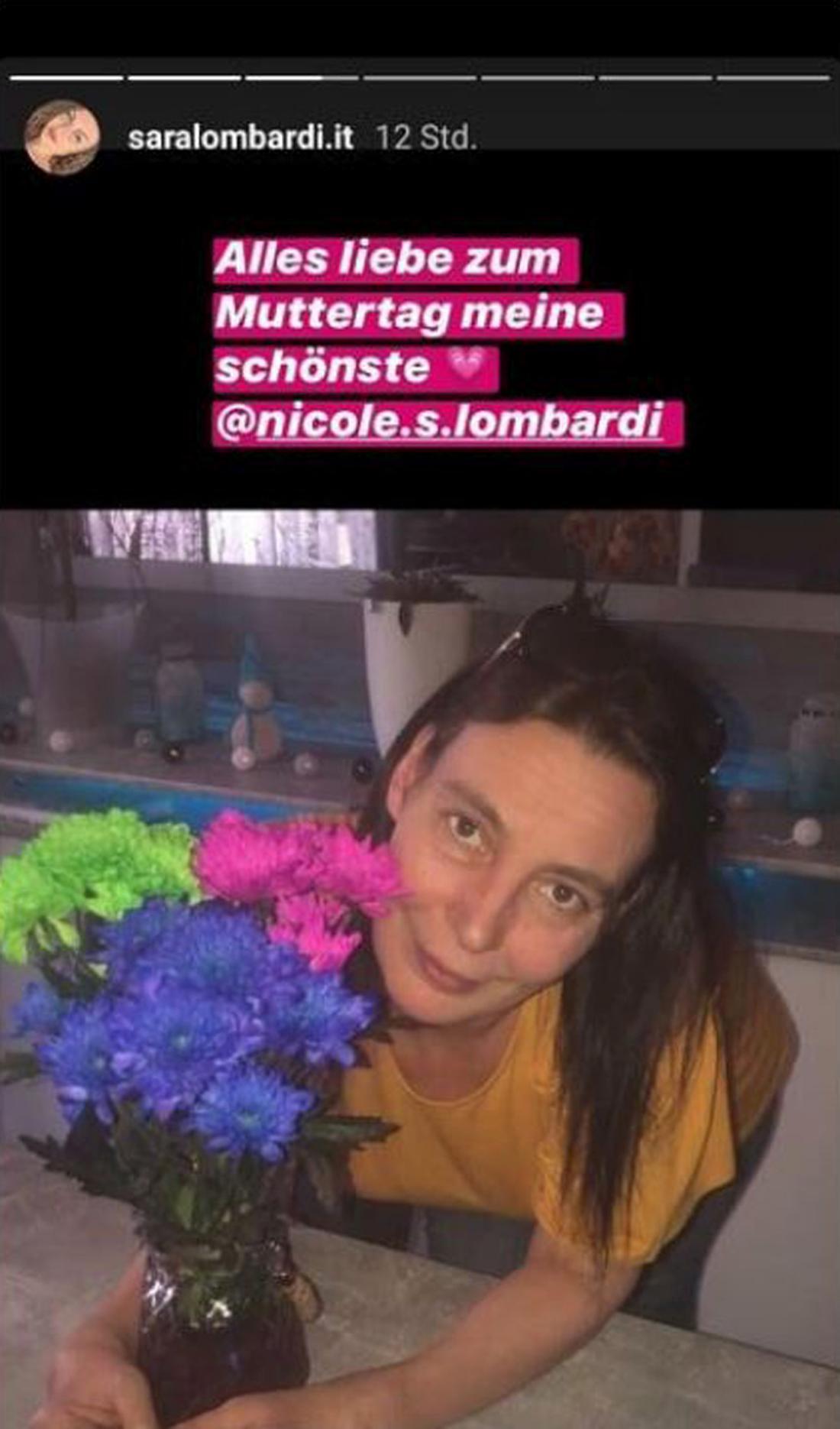 Instagram-Story von Pietro Lombardis Schwester Sara Lombardi, auf dem ein Foto der Mutter Nicole Lombardi mit einem Blumenstrauß zu sehen ist.