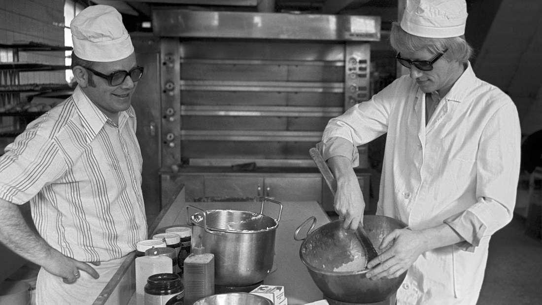 Der gelernte Bäcker und Konditor Heino (rechts) bei einem Fototermin im Jahr 1977.