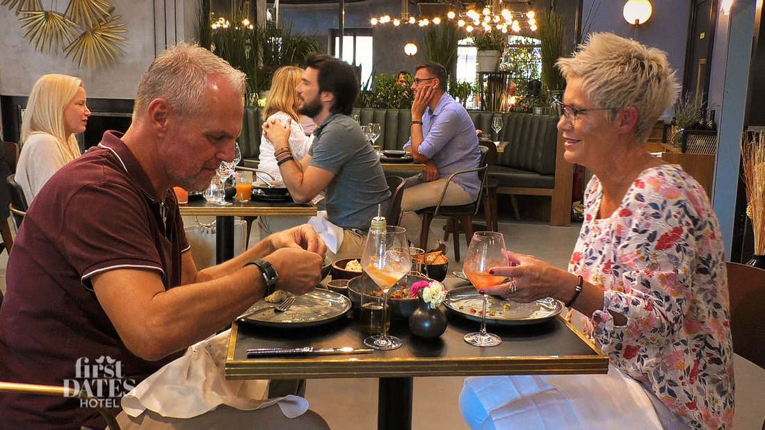 """Danielle und Thomas beim Abendessen bei """"First Dates Hotel"""""""