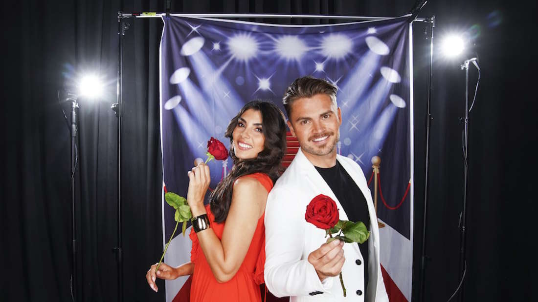 Johannes Haller und Yeliz posieren gemeinsam für RTL