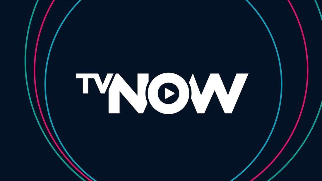 Schwarzer Hintergrund mit dem Namen TVNOW in weißen Buchstaben