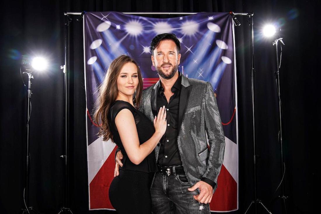 Laura Müller und Michael Wendler posieren für RTL.