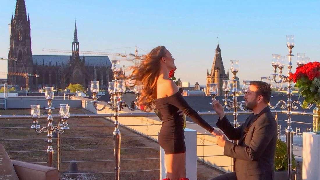 Michael Wendler macht Laura Müller einen Heiratsantrag auf einer Dachterrasse in Köln.
