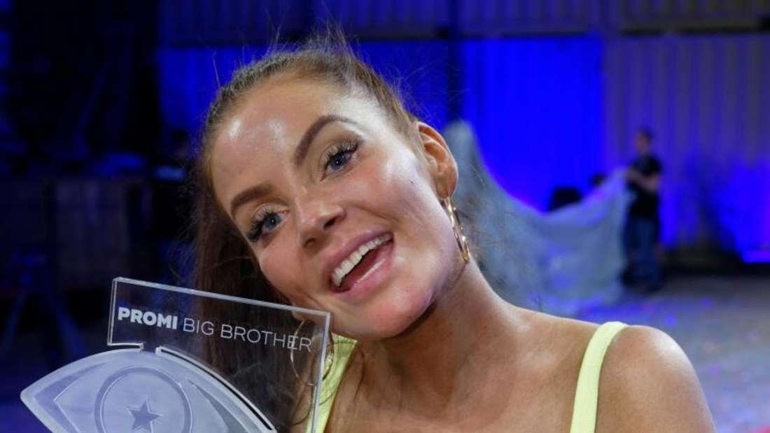 Janine Pink beim Sieg von Promi Big Brother im Jahr 2019.