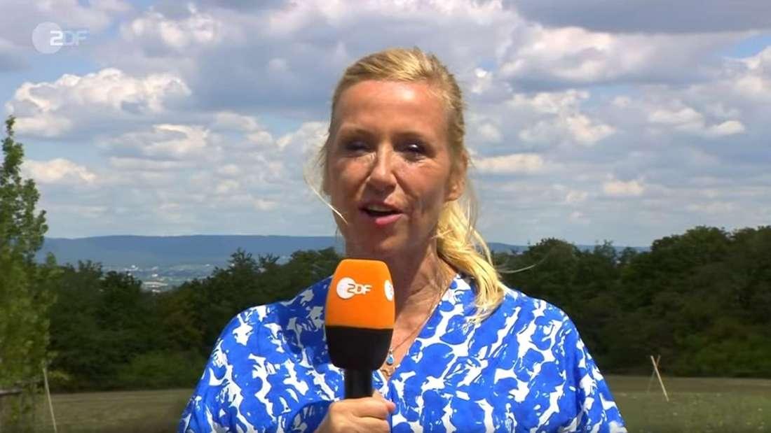 """Andrea Kiewel moderierte den """"Discofox""""-Fernsehgarten im ZDF und stimmte das Publikum auf Wolfgang Trepper ein."""