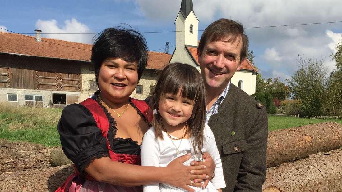 Narumol und Josef mit Tochter Jorafina