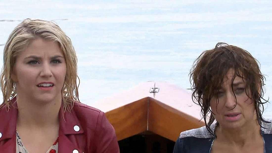 Beatrice Egli und Isabel Varel sitzten nass in einem Boot
