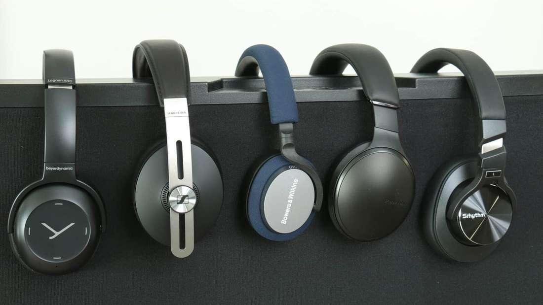 Bügelkopfhörer bieten besseren Sound und Noise Cancelling, dafür sind sie deutlich größer als In-Ear-Kopfhörer.
