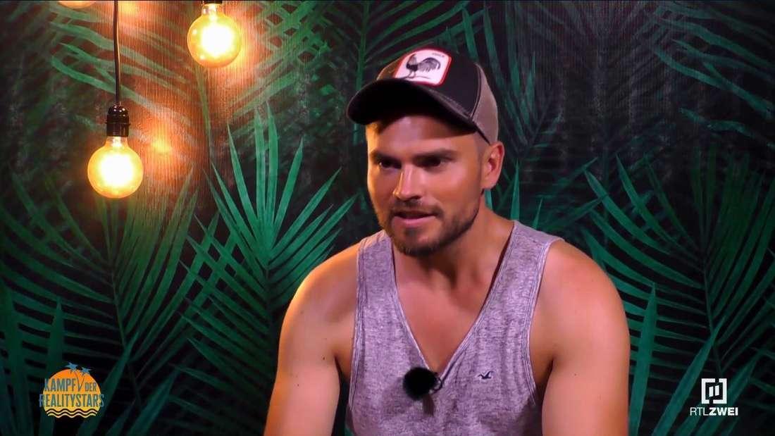 "Johannes Haller wird bei ""Kampf der Realitystars"" interviewt"