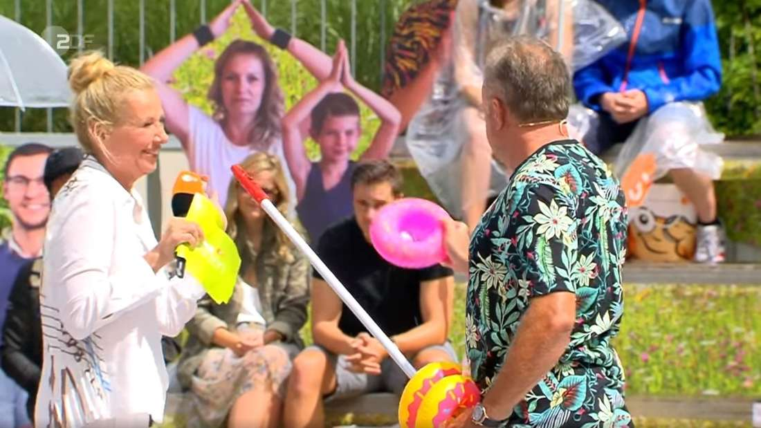 Andrea Kiewel lacht im ZDF-Fernsehgarten über ihren nicht jugendfreien Spruch - sonst niemand.
