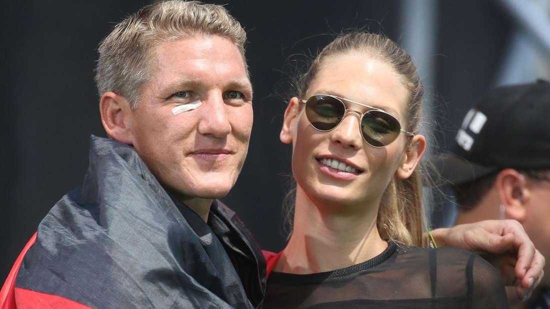 Sarah Brandner und Bastian Schweinsteiger beim Empfang der Fußball-Nationalmannschaft 2014